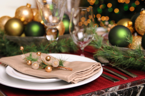christmas-ornaments-dining-room-table